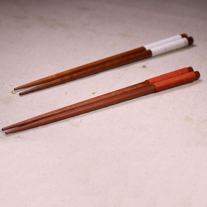 原木筷子筷架套装 日式厨房白杨木筷子 家用防滑红木筷子套装 红缠线