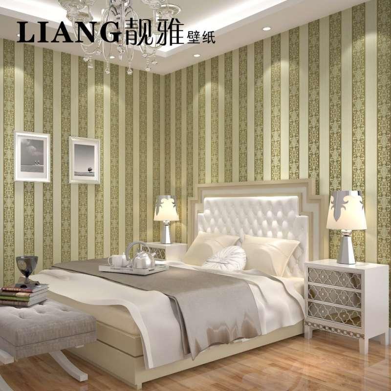客厅竖条墙纸配欧式窗帘效果图