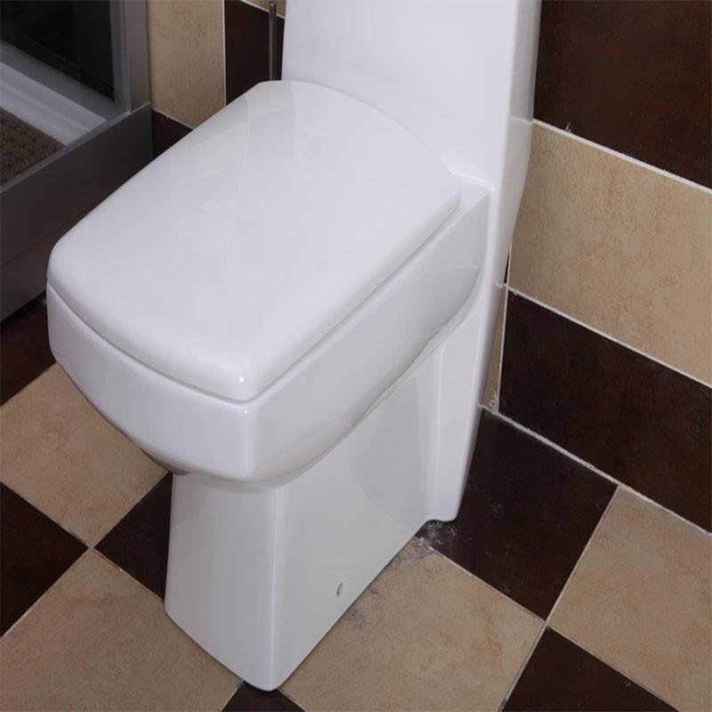 和女网管在网吧厕所