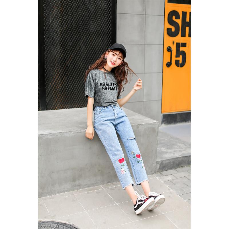 琳朵儿浅蓝色夏季新款刺绣玫瑰破洞毛边宽松显瘦九分裤女牛仔裤