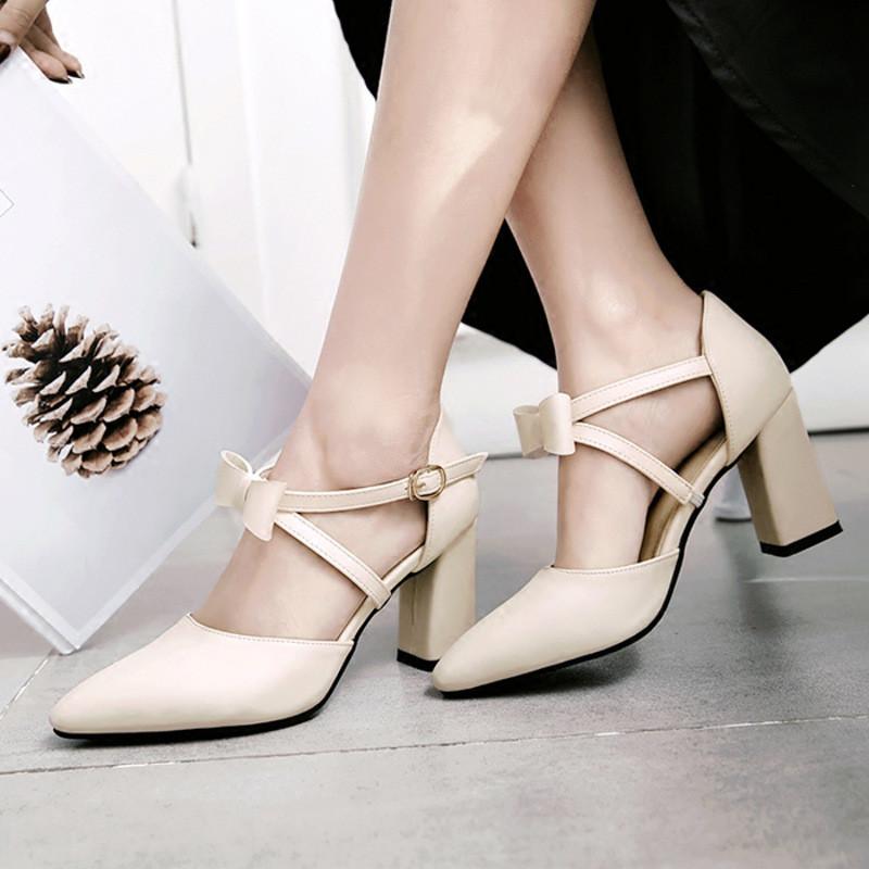 交叉粗跟凉鞋