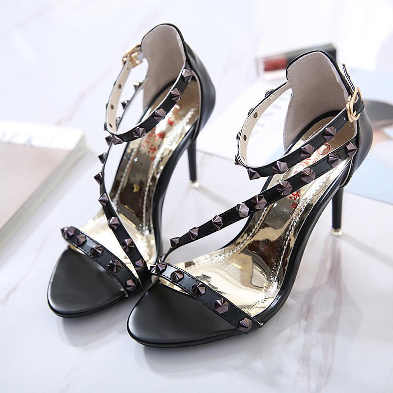 2018新款时尚性感柳钉细带一字搭扣9cm超高跟细跟露趾女凉鞋