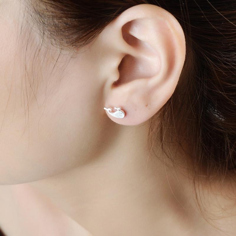 让老婆喷水技巧有囹�9io_喷水鲸鱼耳钉 韩国简约气质时尚卡通动物学生耳饰品女送女朋友老婆