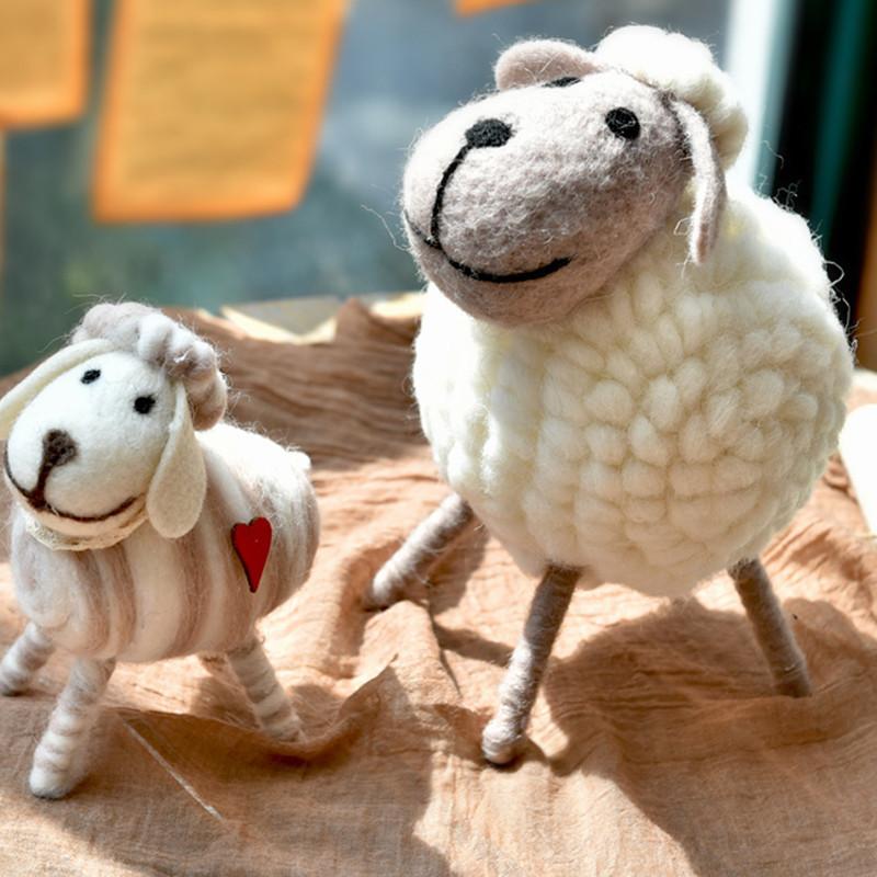 儿童房卧室桌面装饰品可爱羊羊手工艺品羊毛毡简约欧式摆件-毛毡甜心