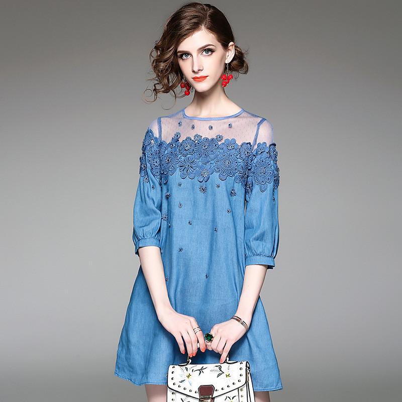 蕾丝花朵钉珠连衣裙