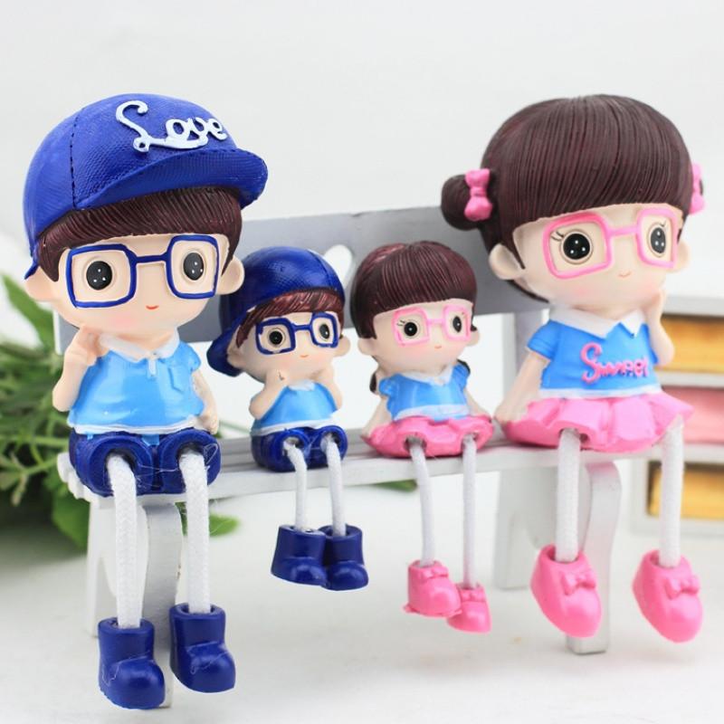 树脂吊脚娃娃眼镜一家四口人物摆件创意家居工艺品桌面隔板装饰品