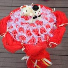 情人节浪漫求婚创意送女生礼物 泰尼小熊手捧卡通玫瑰花束图片
