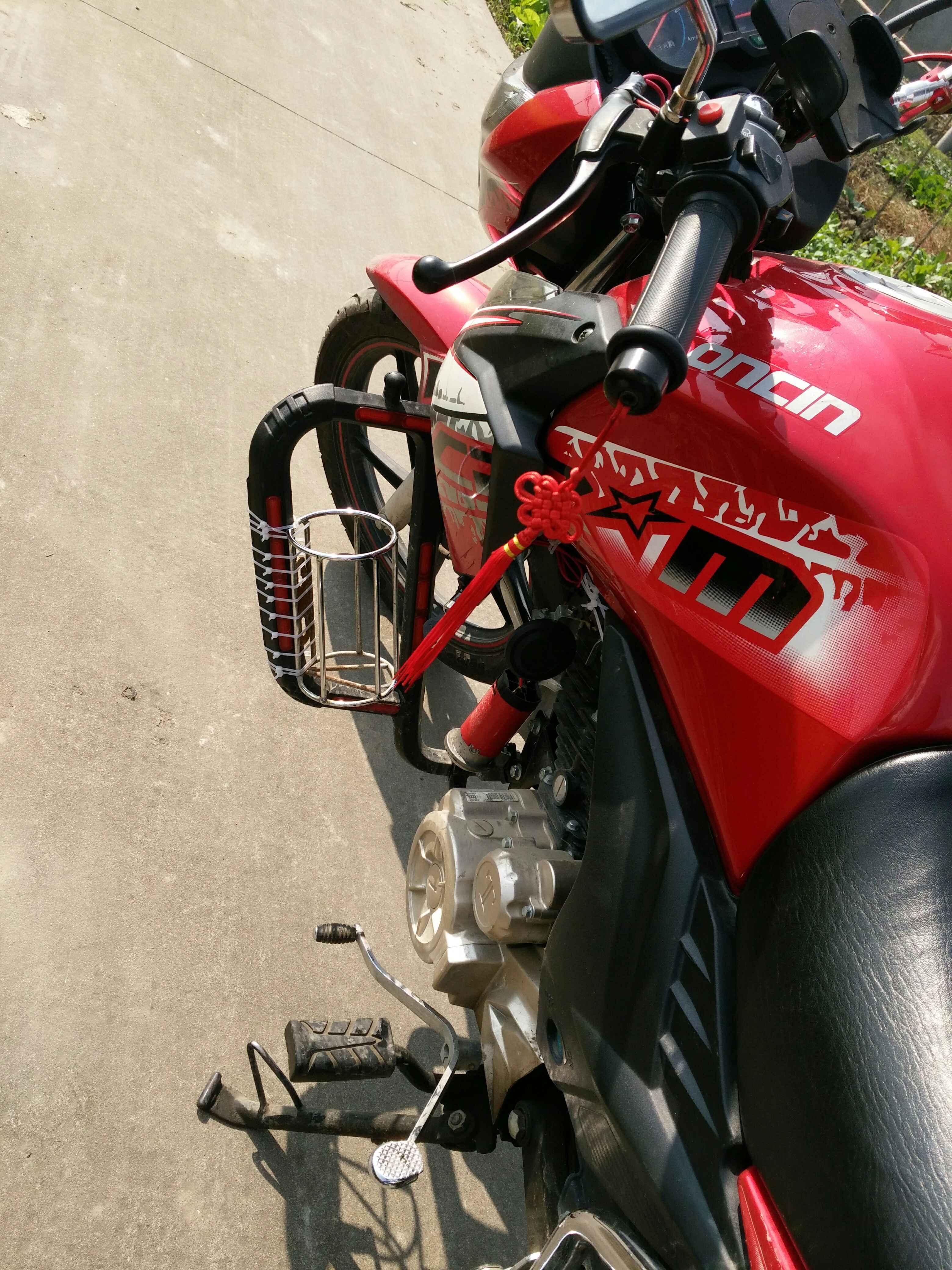 隆鑫牌摩托车